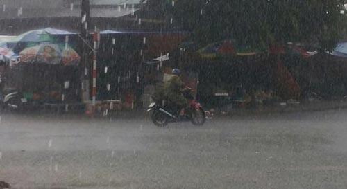 Sau bão, người dân TP Lạng Sơn hối hả chạy lụt - 12