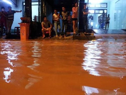 Sau bão, người dân TP Lạng Sơn hối hả chạy lụt - 3