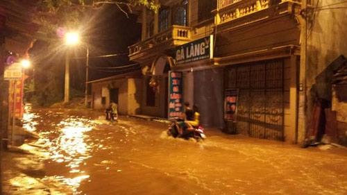Sau bão, người dân TP Lạng Sơn hối hả chạy lụt - 4