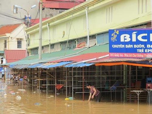 Sau bão, người dân TP Lạng Sơn hối hả chạy lụt - 6