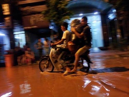 Sau bão, người dân TP Lạng Sơn hối hả chạy lụt - 7