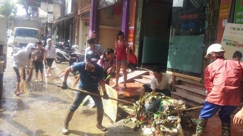 Sau bão, người dân TP Lạng Sơn hối hả chạy lụt - 8