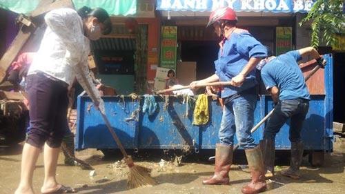 Sau bão, người dân TP Lạng Sơn hối hả chạy lụt - 9