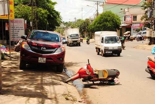 Mở cửa xe bất ngờ, một phụ nữ tử nạn - 1