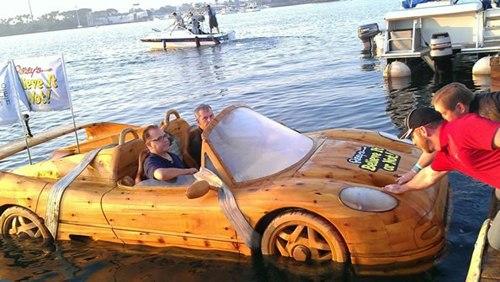 """Sốc vì siêu xe Ferrari """"lướt"""" trên mặt nước - 2"""