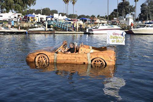 """Sốc vì siêu xe Ferrari """"lướt"""" trên mặt nước - 3"""