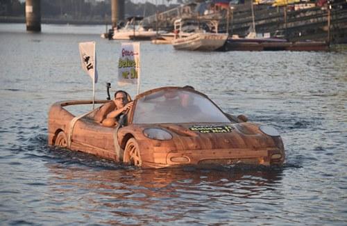 """Sốc vì siêu xe Ferrari """"lướt"""" trên mặt nước - 5"""