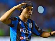 """Bóng đá - Ronaldinho """"bắn chim"""" ngày ra mắt CLB mới"""
