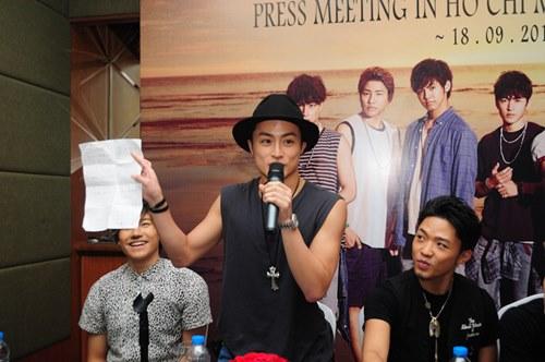 Nhóm nhạc mỹ nam Nhật háo hức biểu diễn tại Việt Nam - 5
