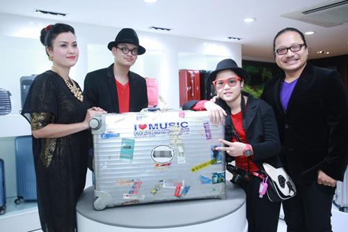 Trần Mạnh Tuấn khoe chiếc vali dùng 21 năm - 1