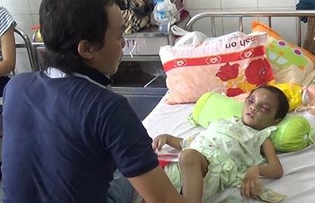 Vụ bé 4 tuổi bị hành hạ: Ai được quyền nuôi bé Ngân? - 1