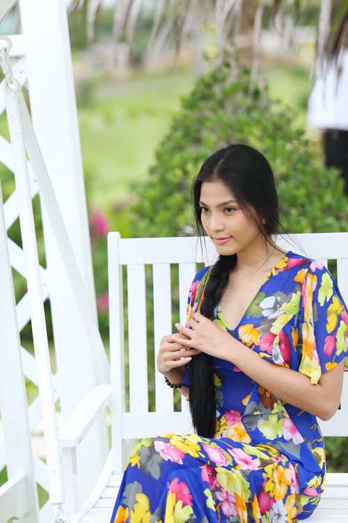 Trương Thị May tung tăng dạo chơi trên biển - 9