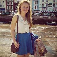 Bị bố mẹ tịch thu điện thoại, bé gái nhảy lầu tự tử - 4