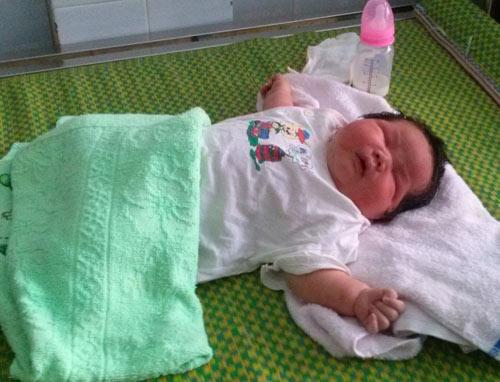 Bé sơ sinh nặng 6,5 kg ở Quảng Nam - 1