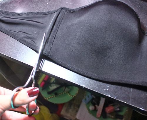 """Khoe lưng quyến rũ với áo lót quai ngang """"tái chế"""" - 2"""