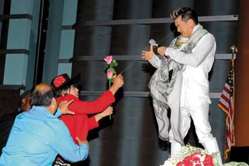 Sao Việt lao đao khi đi diễn ở trời Tây - 2