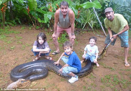 Thầy giáo dạy Toán bắt được con trăn dài hơn 5m - 7