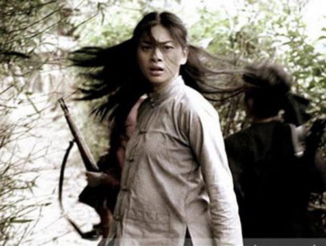 Thế nhưng, sau đó Ngô Thanh Vân quyết định về Việt Nam để theo đuổi sự nghiệp phim ảnh, bắt đầu với dự án Dòng máu anh hùng.