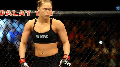 """UFC: Người đẹp Rousey khiến võ sỹ nam """"bở hơi tai"""" - 2"""