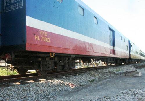 Vụ lật đầu máy tàu hỏa: Thông tuyến đường sắt Bắc-Nam - 1