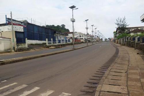 Sierra Leone đóng cửa quốc gia vì Ebola - 1