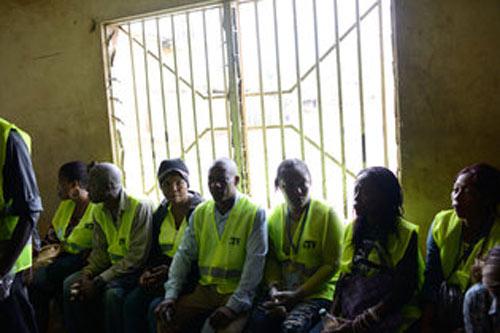 Sierra Leone đóng cửa quốc gia vì Ebola - 2