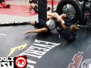 """Thể thao - UFC: Người đẹp Rousey khiến võ sỹ nam """"bở hơi tai"""""""