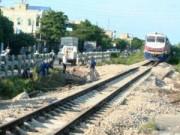 Tin tức trong ngày - Vụ lật đầu máy tàu hỏa: Thông tuyến đường sắt Bắc-Nam
