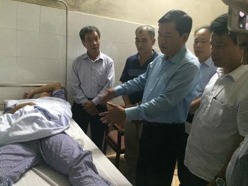 Bộ trưởng Đinh La Thăng đến thăm lái tàu gặp nạn - 2