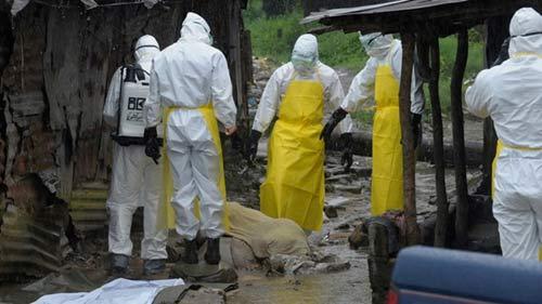 Dịch Ebola: 8 bác sĩ, nhà báo bị hành hung đến chết tại Guinea - 1