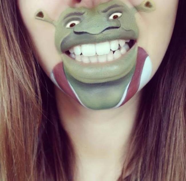 Laura Jenkinson tiếp tục khiến đôi môi của mình trong đặc biệt và kỳ quái hơn khi vẽ nhân vật Sherk trong bộ phim hoạt hình cùng tên. Sherk như hiện ra trước mắt chúng ta với điệu bộ nhăn mặt, nhe răng đầy quen thuộc.