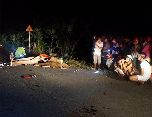Hai xe máy tông nhau, 3 người chết tại chỗ - 1
