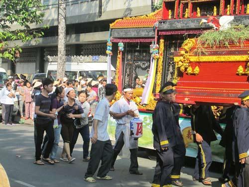 Dòng người tiễn đưa 7 nạn nhân chết cháy ở Sài Gòn - 5