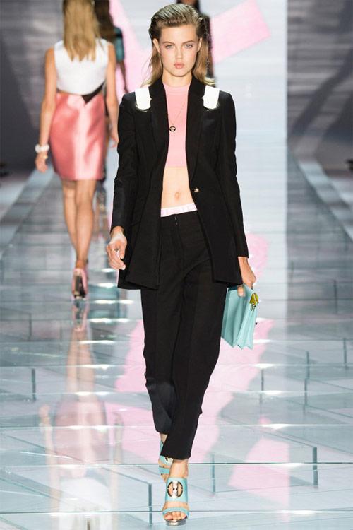 Versace: Sự lựa chọn số 1 của các cô gái hiện đại - 2