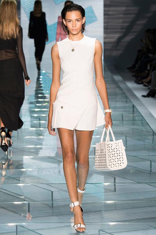 Versace: Sự lựa chọn số 1 của các cô gái hiện đại - 15