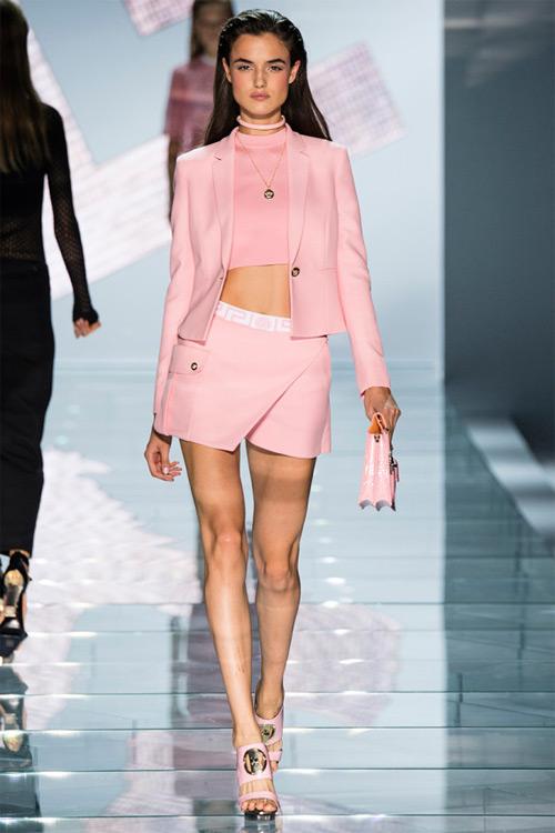 Versace: Sự lựa chọn số 1 của các cô gái hiện đại - 16