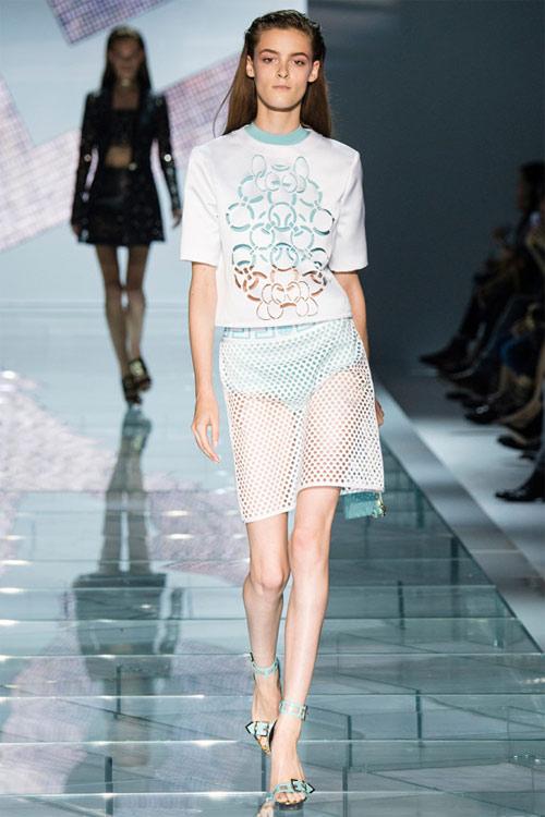 Versace: Sự lựa chọn số 1 của các cô gái hiện đại - 17