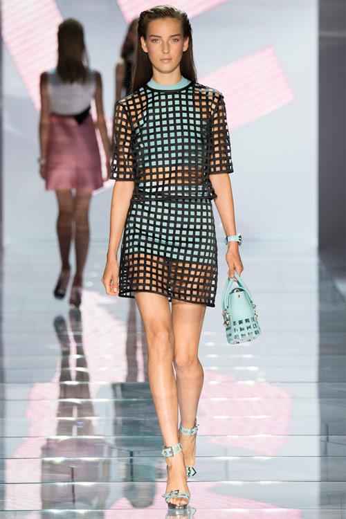 Versace: Sự lựa chọn số 1 của các cô gái hiện đại - 4