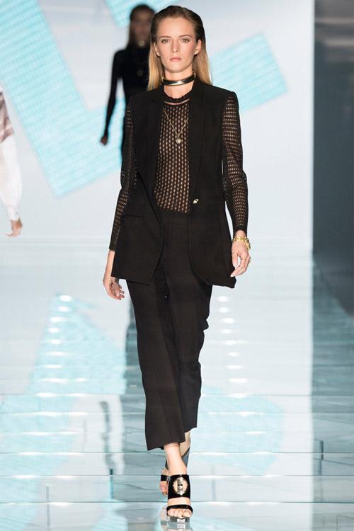 Versace: Sự lựa chọn số 1 của các cô gái hiện đại - 13