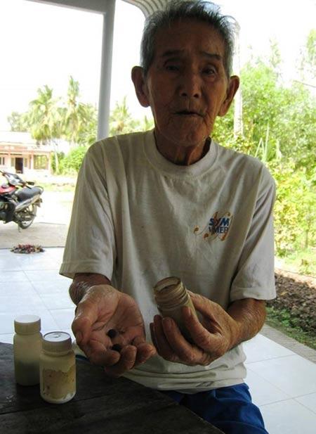 Gặp thầy rắn 93 tuổi từng giáp mặt với cặp rắn khổng lồ - 2
