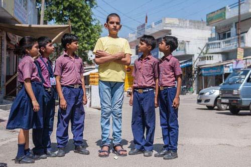 Bé trai 5 tuổi cao nhất thế giới với 1,70m - 1