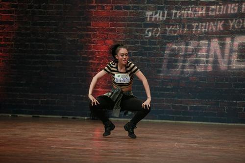 Vũ công điển trai gây sốt tại Thử thách cùng bước nhảy - 12