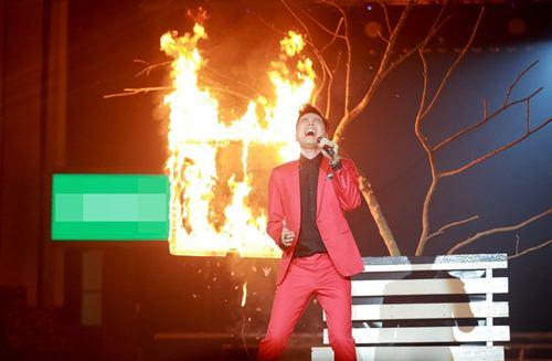 Trịnh Thăng Bình đốt hình tình tứ với Tâm Tít trên sân khấu - 2
