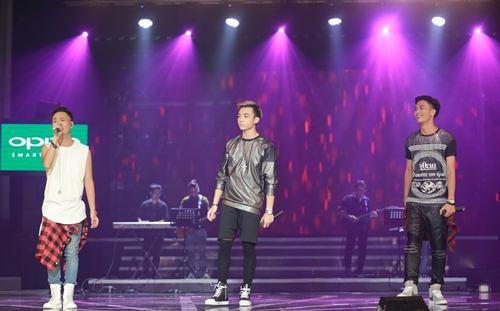 Trịnh Thăng Bình đốt hình tình tứ với Tâm Tít trên sân khấu - 9