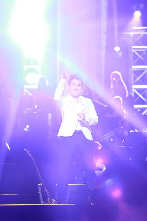 Show Trọng Tấn khiến khán giả Thủ đô xúc động - 12