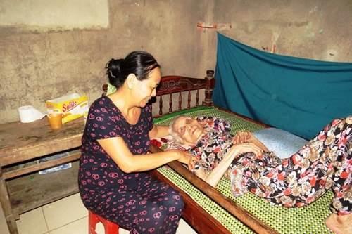 Cuộc sống của cặp vợ chồng 106-104 tuổi ở Quảng Trị - 2