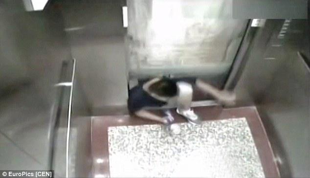 Nam sinh bị thang máy trường nghiền chết - 2