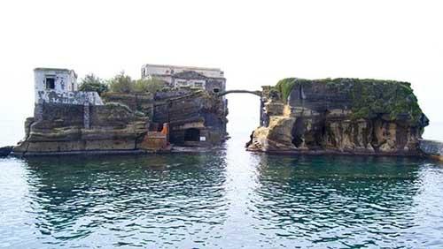 10 hòn đảo kỳ lạ nhất thế giới - 1