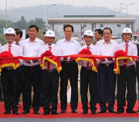 Thông xe cao tốc Hà Nội–Lào Cai: Xe chạy chỉ còn 3,5h - 1