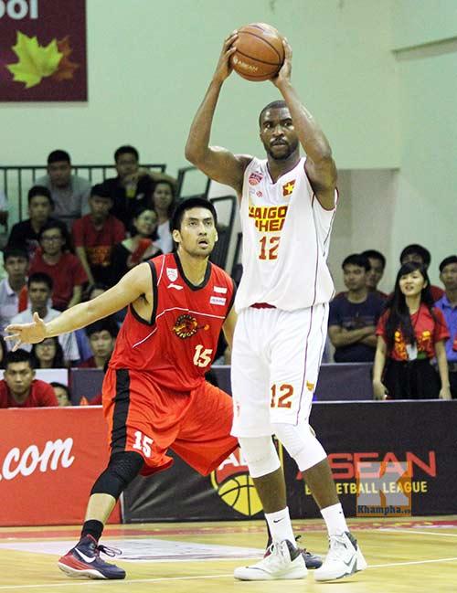 Thắng tưng bừng, Saigon Heat trở lại top 4 - 2